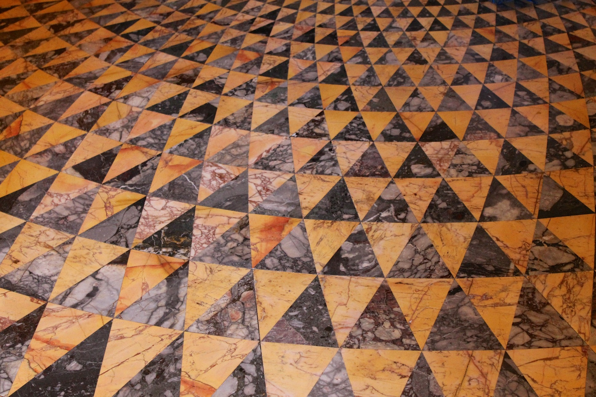 Image of triangle pattern engraved on a marble floor