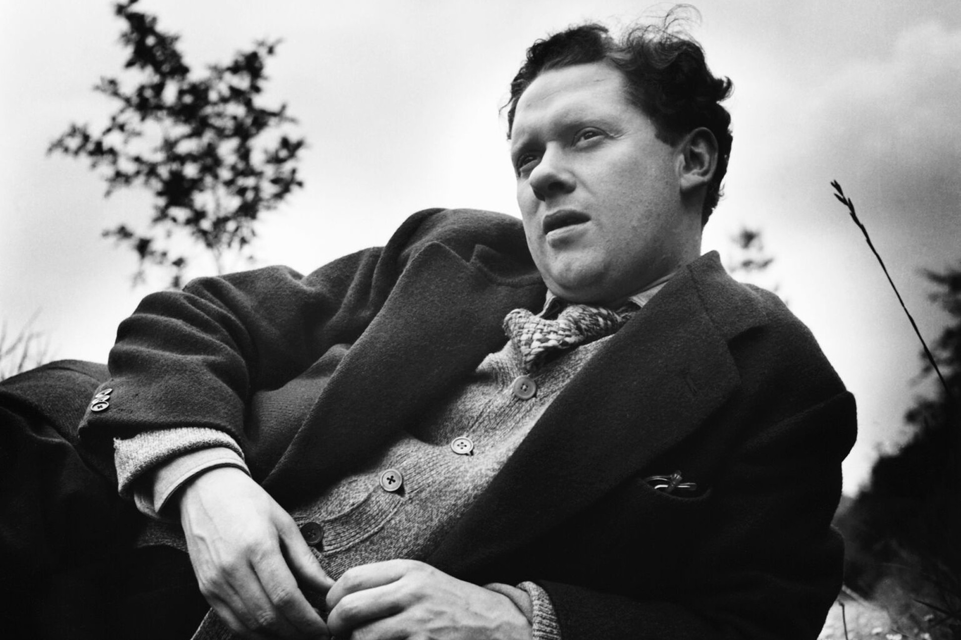 Black and white photograph of Dylan Thomas.